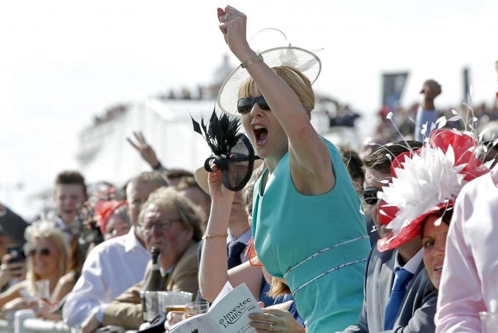 Cavalli e cappelli per la storica corsa di Epsom
