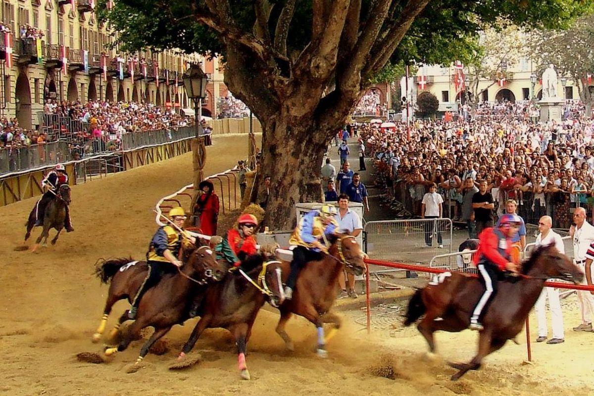 Un cavallo muore al Palio di Asti e la notizia viene tenuta nascosta